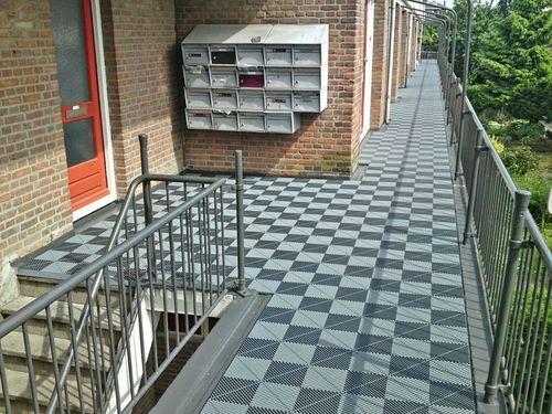 Swisstrax-modular-floor-tiles