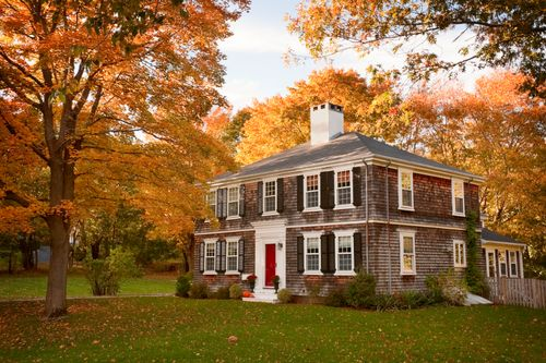 Country-home-in-autumn